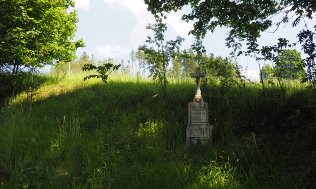 Kříže a smírčí kameny